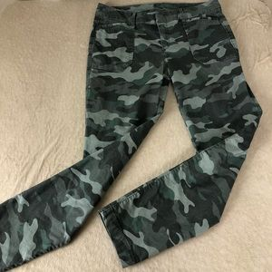 Old Navy Pixie Cropped Chino in Olive Camo Print